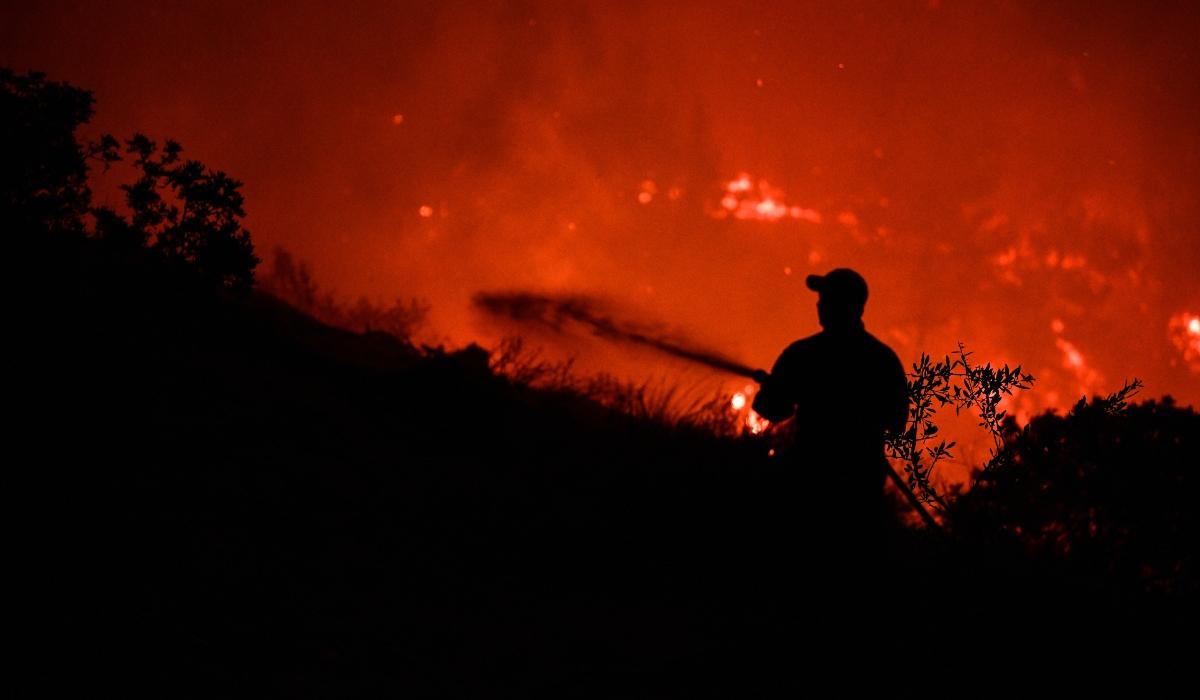 Φωτιά στο Άκτιο - Ολονύκτια μάχη με τις φλόγες