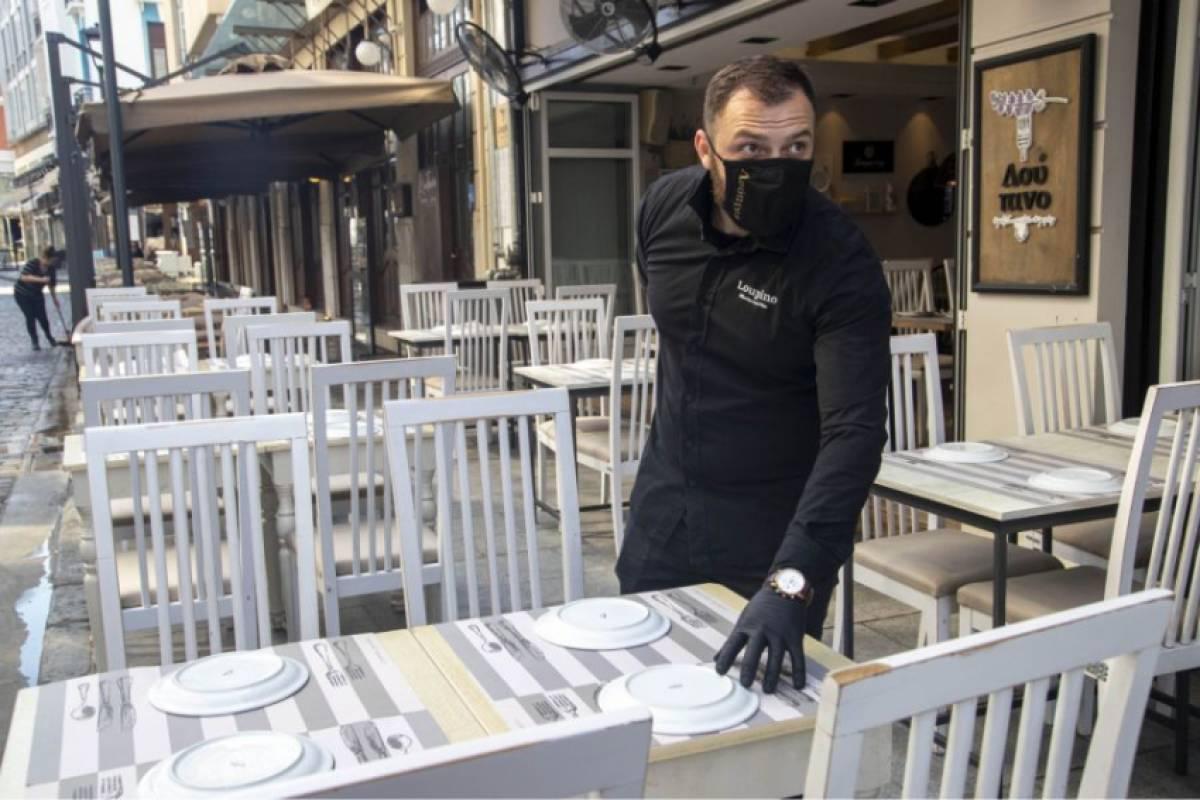 Πόσα άτομα επιτρέπονται ανά τραπέζι σε καφετέριες, ταβέρνες, μπαρ ...