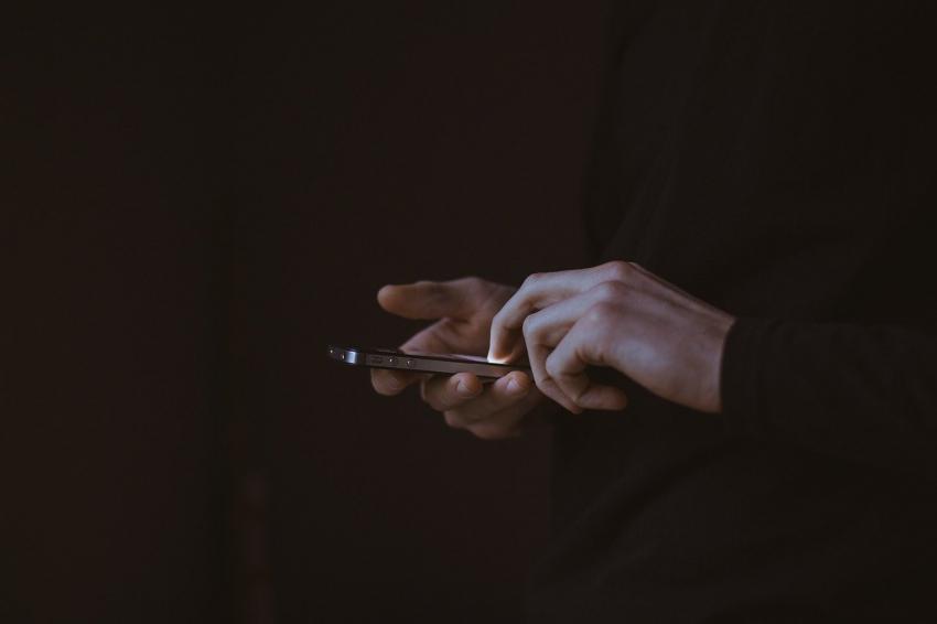 SMS στο 13033: Τι αλλάζει στις μετακινήσεις, με «κόφτη» τα σούπερ μάρκετ