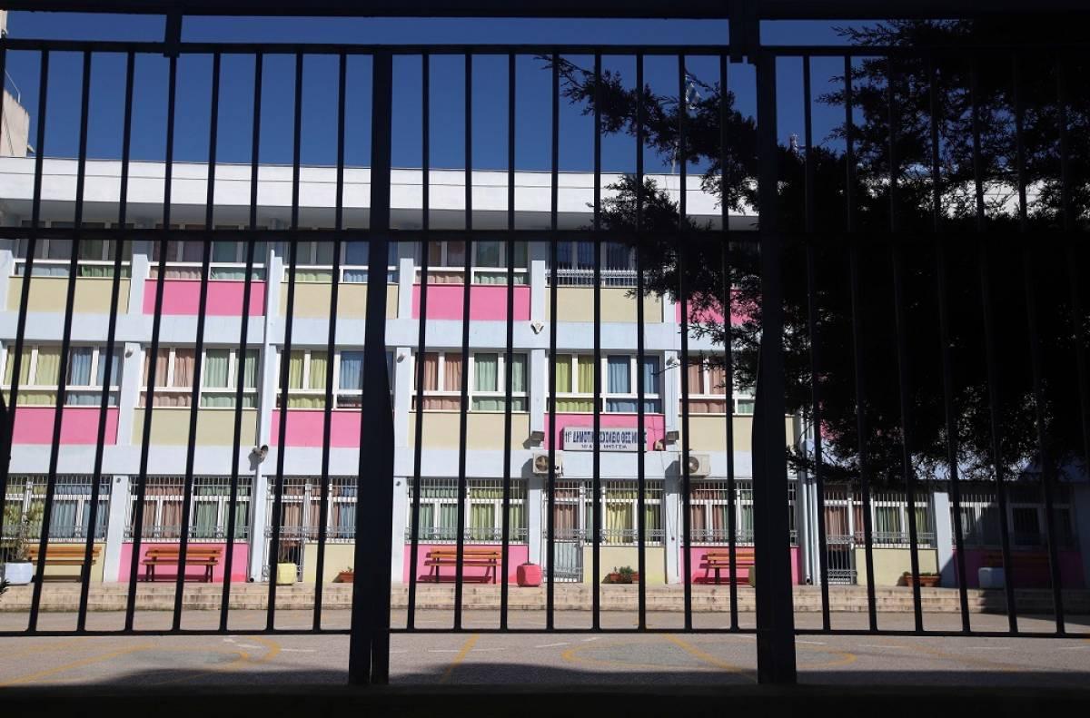 Τα σχολεία θα ανοίξουν το 2021 - Το παρασκήνιο του «όχι τώρα» των λοιμωξιολόγων