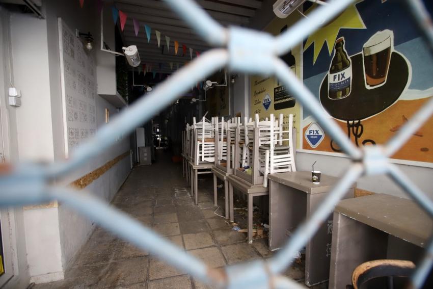 Ανταρσία εμπόρων για το ξαφνικό λουκέτο σε Θεσσαλονίκη, Πάτρα, Κοζάνη - Τρέχει να μαζέψει ό,τι μπορεί η κυβέρνηση