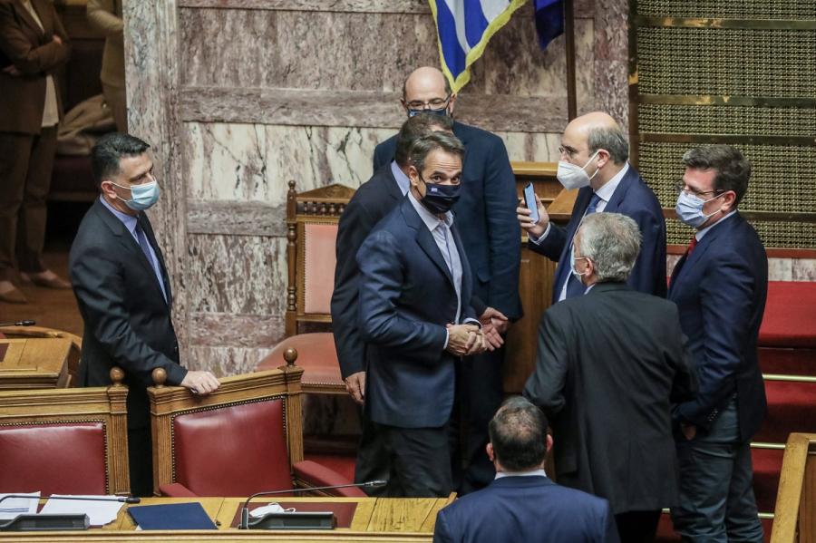 Εργασιακό νομοσχέδιο: Υπερψηφίστηκε επί του συνόλου - Καταψήφισε σύσσωμη η αντιπολίτευση