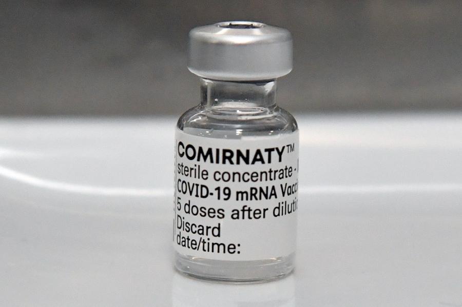 Παρενέργειες Pfizer και Moderna: Τι γνωρίζουμε για τα mRNA εμβόλια
