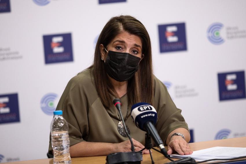 Την παραίτηση της Παπαευαγγέλου ζητά ο Πολάκης: «Ομολογία εγκλήματος» η δήλωση για τους εκτός ΜΕΘ θανάτους