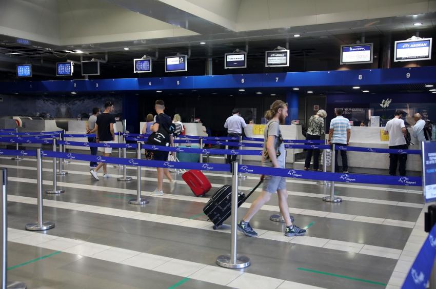 Νέα μέτρα στα αεροδρόμια: Οι όροι και οι προϋποθέσεις εισόδου των τουριστών, ποιοι δεν θα εισέρχονται