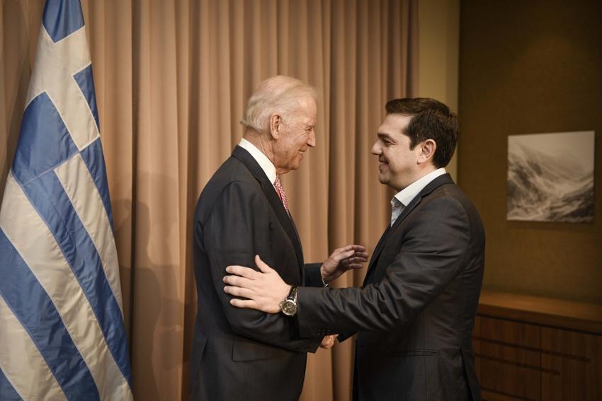 Ο απρόσμενος σύμμαχος του Τσίπρα – Αυξήσεις μισθών στις ΗΠΑ, μειώσεις στην Ελλάδα