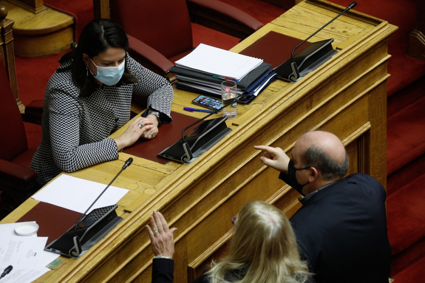 Με 166 «ναι» ψηφίστηκε το νομοσχέδιο για τα πανεπιστήμια
