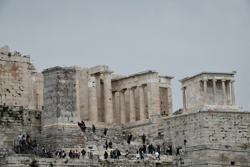 Ένταση στην Ακρόπολη με οπαδούς, η ανακοίνωση του υπουργείου Πολιτισμού