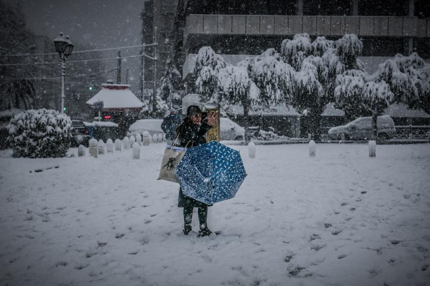Σάκης Αρναούτογλου: Πότε εξασθενούν τα χιόνια στην Αττική, που θα χιονίσει τα ξημερώματα