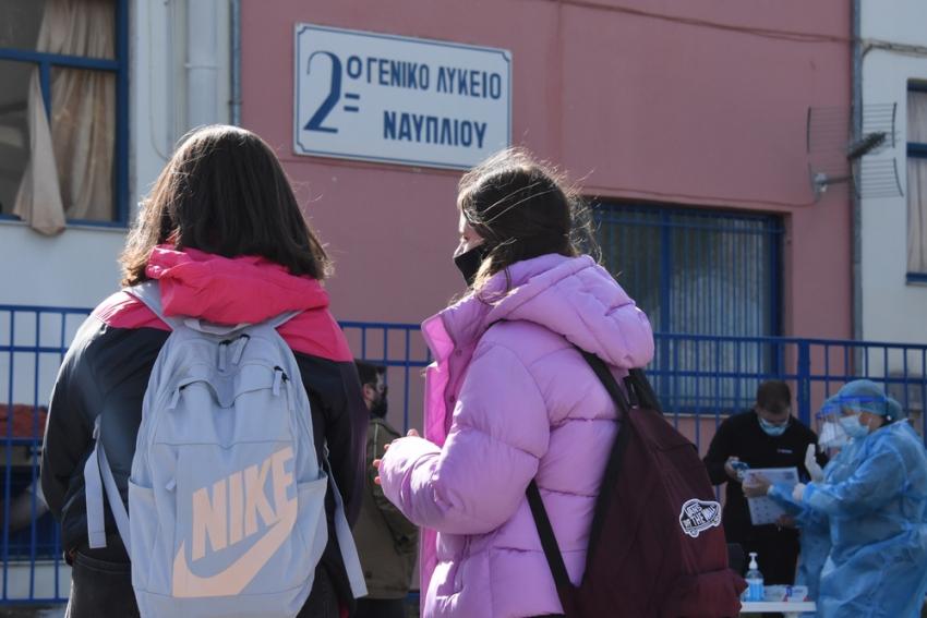 Κρούσματα στα σχολεία: «Ίσως οφείλεται στη μετάλλαξη» λέει ο αντιπρόεδρος του ΕΟΔΥ