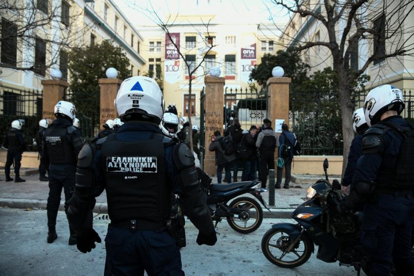 Δεξιοί και εκσυγχρονιστές προς κυβέρνηση: Μην τυχόν και δεν βάλετε Αστυνομία στα Πανεπιστήμια