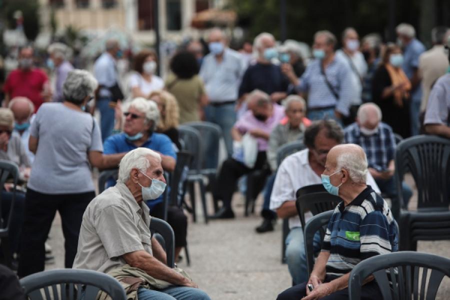 Αναδρομικά: Απογοήτευση συνταξιούχων με την πληρωμή μπροστά στα ΑΤΜ