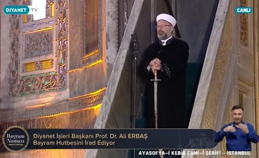 Αγιά Σοφιά: Mε το σπαθί του κατακτητή o Ιμάμης στην προσευχή για το Μπαϊράμι