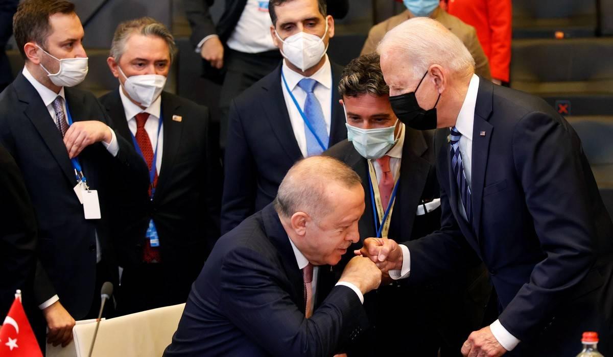 Σύνοδος ΝΑΤΟ: Με... μεταλλαγμένο Ερντογάν η πρώτη συνάντησή του με Μπάιντεν