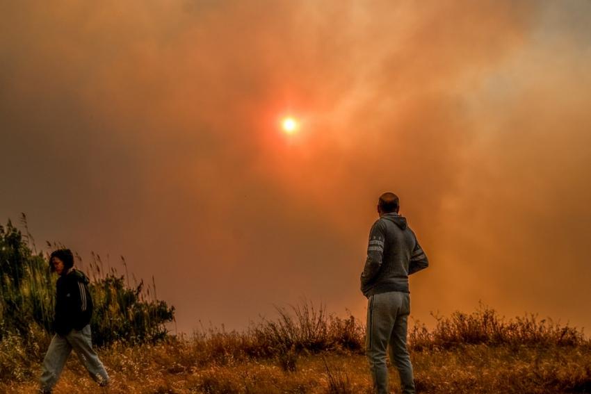 Εκτός ελέγχου η φωτιά - Εφιάλτης στα Γεράνεια Όρη, νύχτα τρόμου στα Μέγαρα