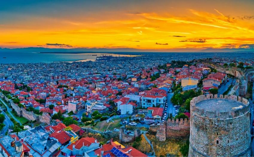 Άνοιγμα λιανεμπορίου σε Θεσσαλονίκη, Πάτρα και Κοζάνη εξετάζουν οι λοιμωξιολόγοι - Νέα σύσκεψη