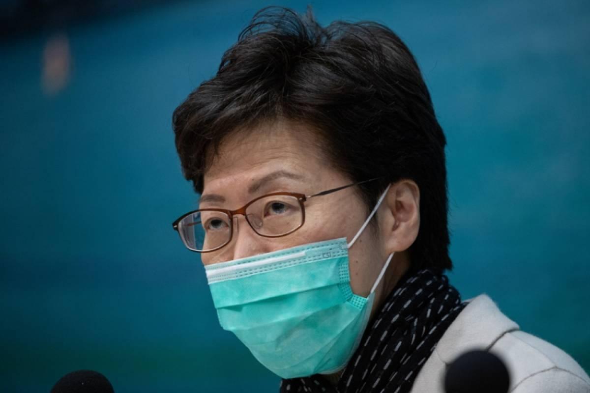 ΕΟΔΥ: Οδηγίες για τη σωστή εφαρμογή της χειρουργικής μάσκας (εικόνες)
