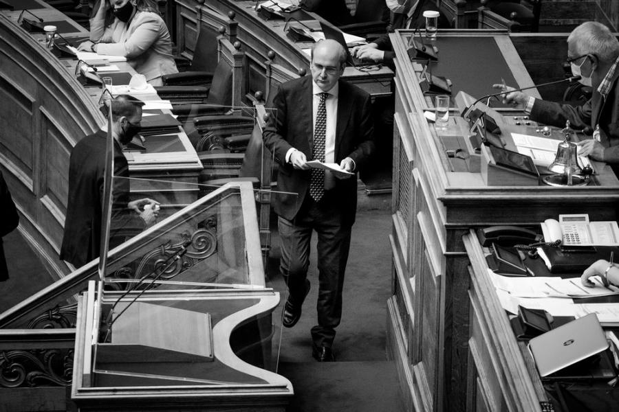 Μάχη μέσα και έξω από τη Βουλή για το εργασιακό-λαιμητόμο!