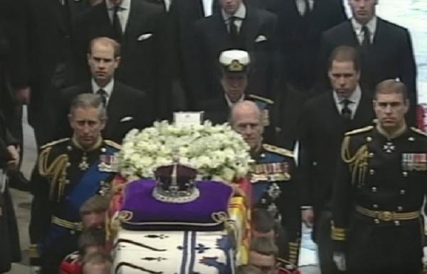 Συντετριμμένη στην κηδεία του πρίγκιπα Φιλίππου η «δεύτερη πιο σημαντική γυναίκα της ζωής του»