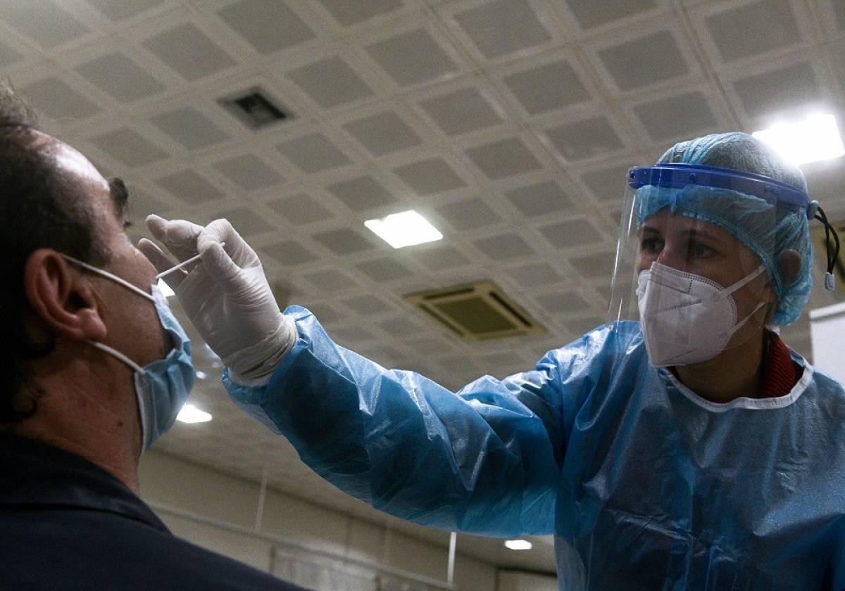 Γώγος για νοτιοαφρικανική μετάλλαξη: Υπάρχει πρόβλημα - Φόβος ότι δεν την «πιάνουν» τα εμβόλια