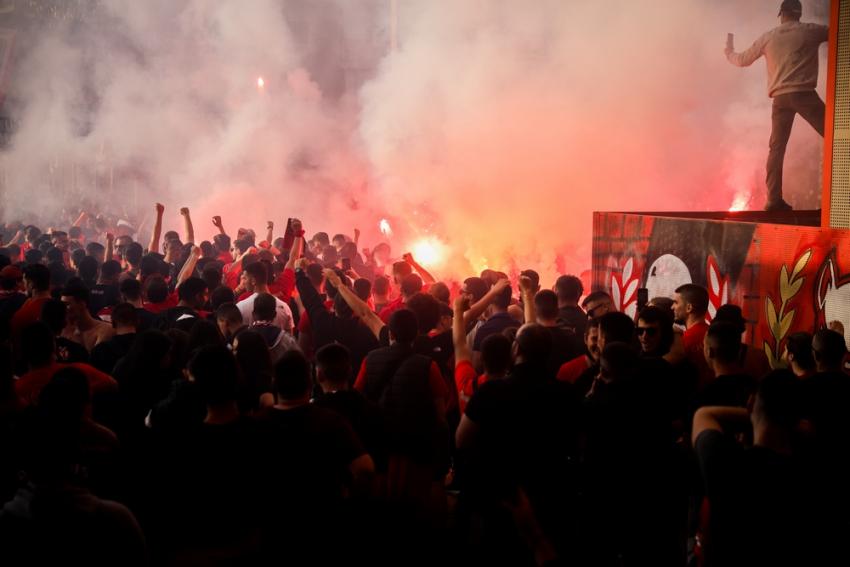 Χιλιάδες φίλοι του Ολυμπιακού έξω από το «Γ. Καραϊσκάκης»