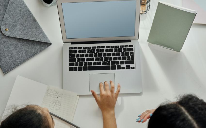 Voucher 200 ευρώ: Πώς και πού κάνετε αίτηση για Laptop, Tablet