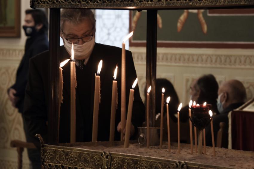 Πάσχα 2021: Ανοιχτές εκκλησίες και Επιτάφιο με μέτρα θέλει η Ιερά Σύνοδος