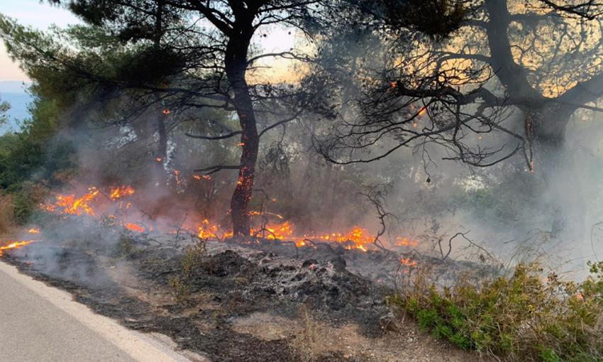 Κόλαση φωτιάς: Κινείται προς το Αλεποχώρι το μέτωπο