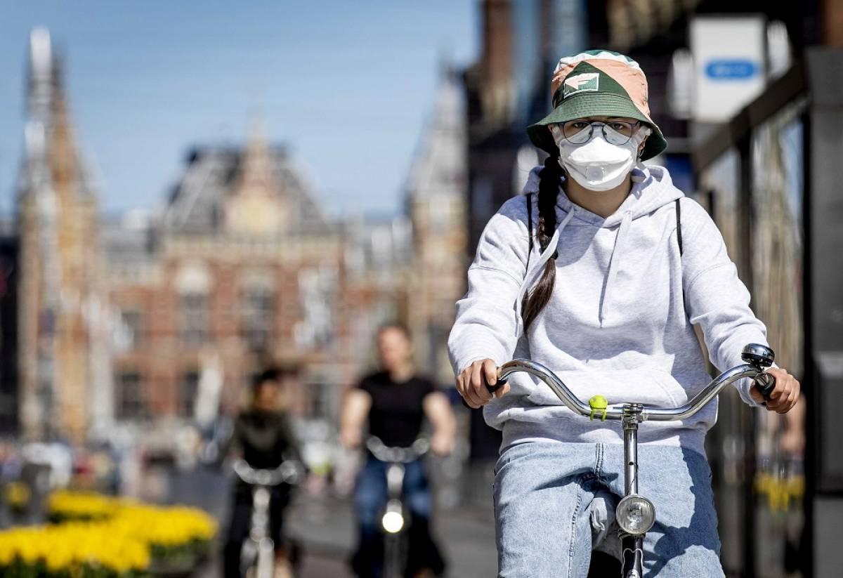 Τσιόδρας: Κορονοϊός και καλοκαίρι - Ο χρόνος ζωής του ιού στην ηλιακή ακτινοβολία