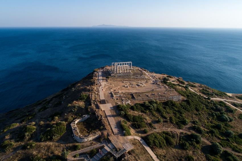 Τέλος στο lockdown: To στοίχημα του «All you want is Greece»