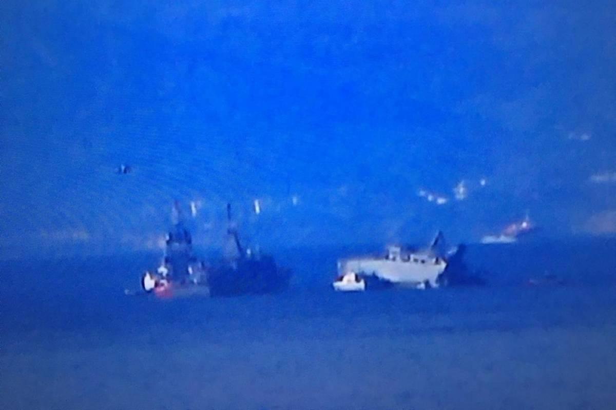 Πειραιάς: Σύγκρουση επιβατικού πλοίου με πλοίο του Πολεμικού Ναυτικού