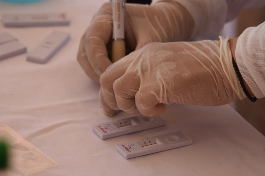 Νοσοκομειακοί γιατροί καλούνται να «κάνουν την δουλειά του ΕΟΔΥ»