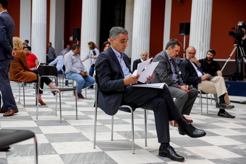 Ο Ευκλείδης Τσακαλώτος στο iEidiseis: Τι λέει για την οικονομική πολιτική, τον Πισσαρίδη και τους Σοφούς, τον Στουρνάρα και τα λεφτόδεντρα των εργαζομένων