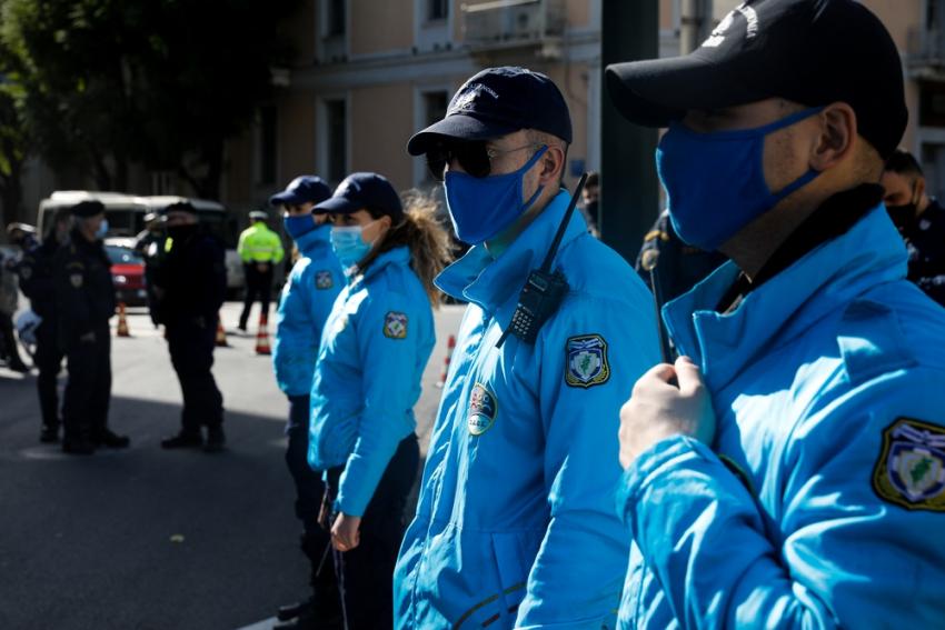 Γερμανικά ΜΜΕ: «Παντού αστυνομικοί, πουθενά γιατροί στην Ελλάδα»
