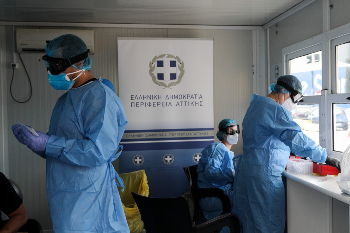 Περίεργη υπόθεση με πλαστά μοριακά τεστ που ξέχασαν σε ταξιδιωτικό γραφείο της Αθήνας