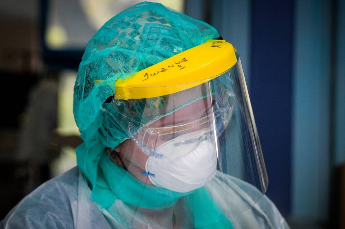 Έδωσαν ακατάλληλες μάσκες στους γιατρούς ΜΕΘ κορονοϊού του «Αττικόν»