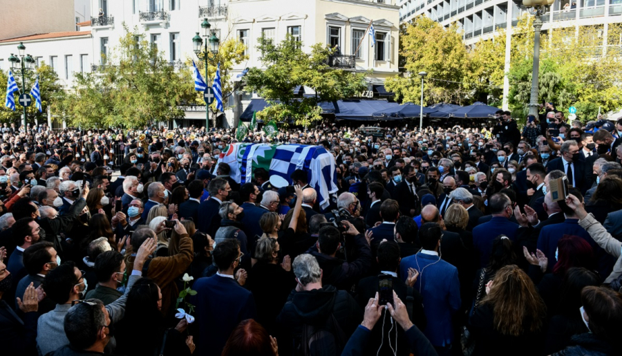 Κηδεία Φώφης: Βουβό πένθος και βαθιά συγκίνηση