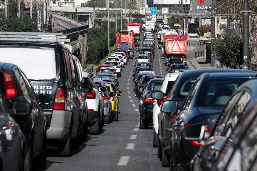 Πόσα άτομα επιτρέπονται τώρα στο αυτοκίνητο για μετακίνηση εντός και εκτός νομού