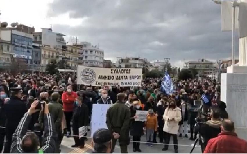 Μηταράκης: Του πέταξαν αυγά και πέτρες στην Ορεστιάδα