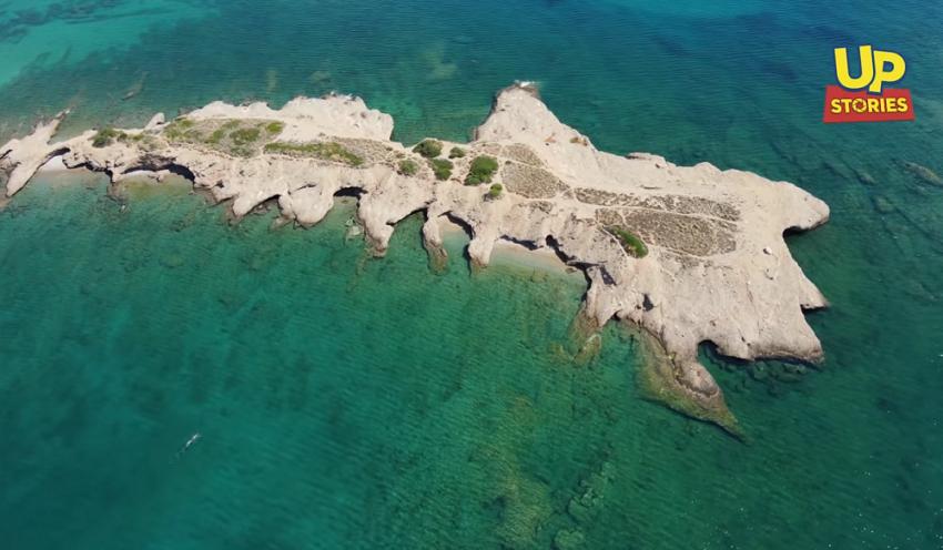 Ντούνη: Το νησάκι της Αττικής με τις δαντελένιες ακρογιαλιές