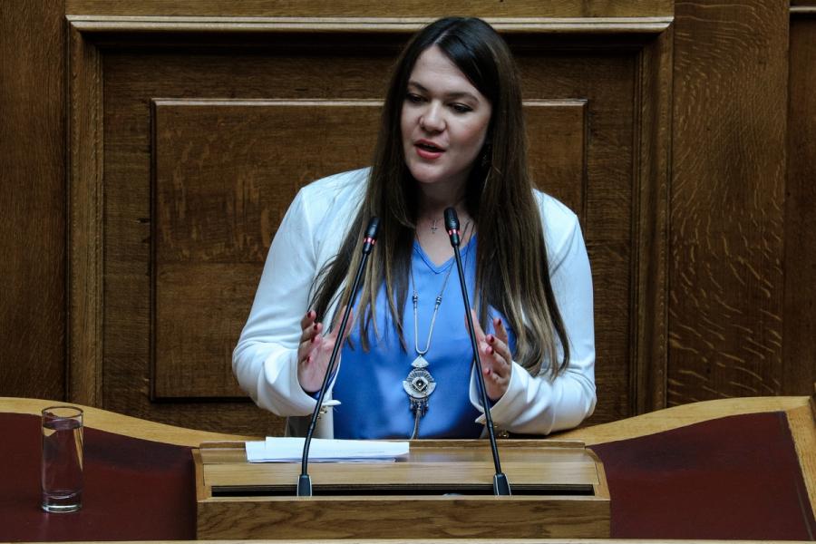 Ανεξαρτητοποιήθηκε η βουλευτής του ΜεΡΑ25 Κωνσταντίνα Αδάμου