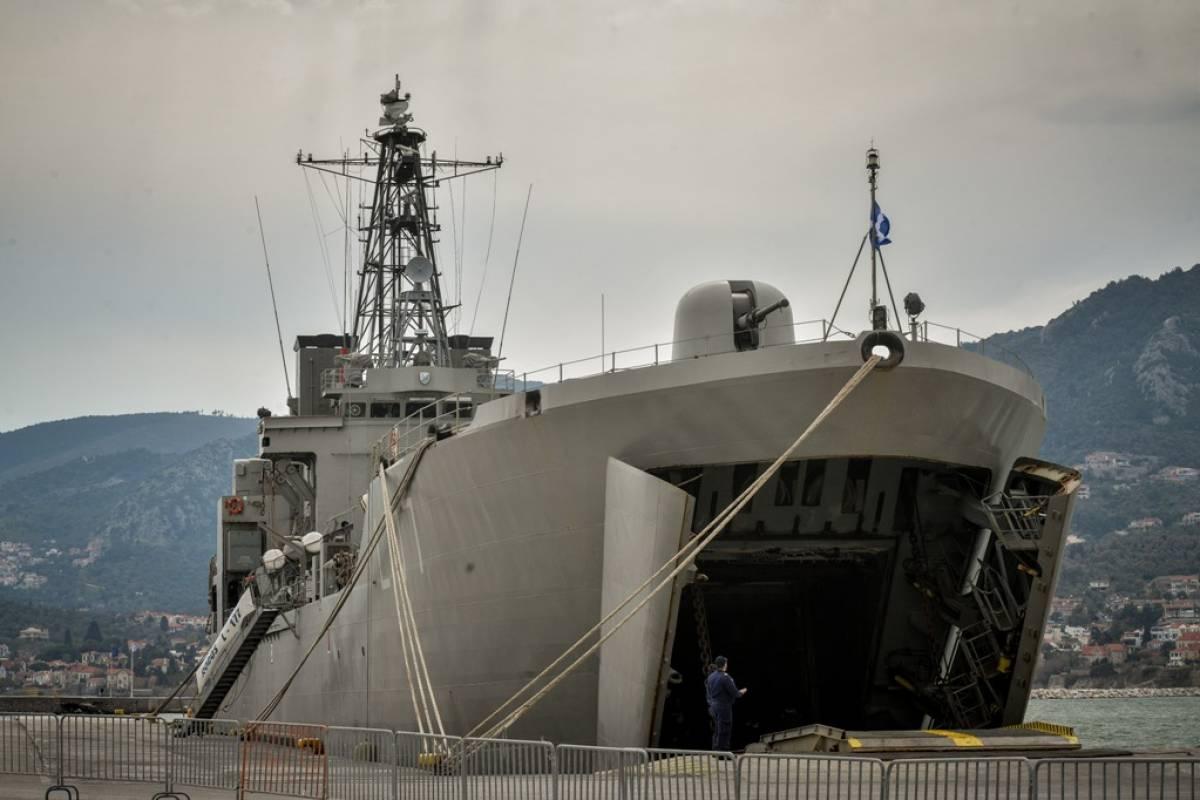Λέσβος: Μόλις 80 πρόσφυγες και μετανάστες επιβιβάστηκαν στο αρματαγωγό «Ρόδος»