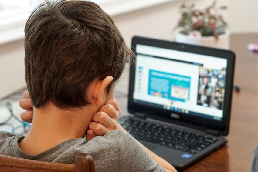 Jonathan Galindo: Τι ξέρουμε για τον «Γκούφι» που παγιδεύει ανυποψίαστα παιδιά