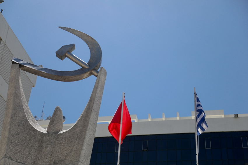 ΚΚΕ για κυβερνητικά μέτρα: «Επικίνδυνη πολιτική και τρικυμία εν κρανίω μαζί!»