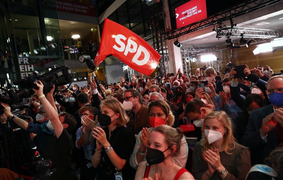 Εκλογές στη Γερμανία: Μάχη ψήφο - ψήφο CDU/CSU και SPD. Τρίτο κόμμα οι Πράσινοι