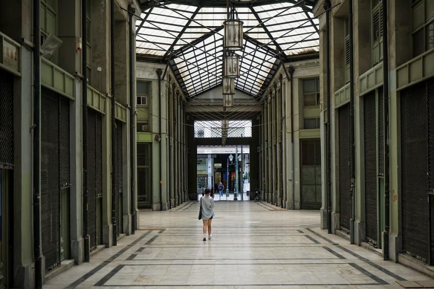 Το «φάντασμα» του lockdown στην Ελλάδα: Οι απαγορεύσεις σήμερα