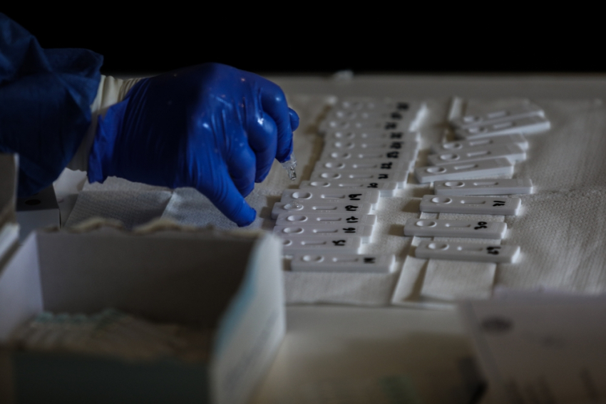 Βουλευτής της ΝΔ διαφωνεί με την κυβέρνηση για τους φαρμακοποιούς και τα self test