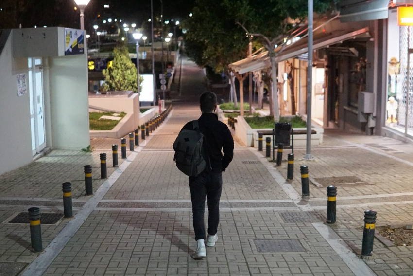 Οι νέοι πληρώνουν τα lockdown και τα σπασμένα της πανδημίας