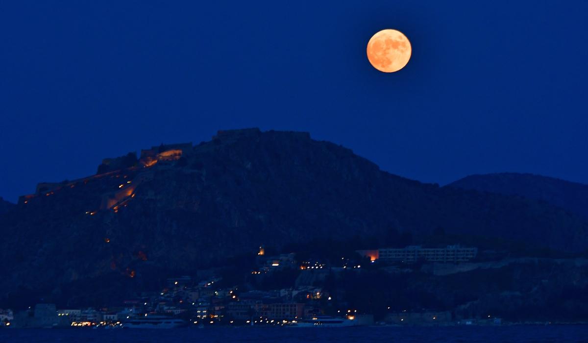 Πανσέληνος Ιουλίου: Οι πρώτες μαγικές εικόνες από το «Φεγγάρι του Ελαφιού»