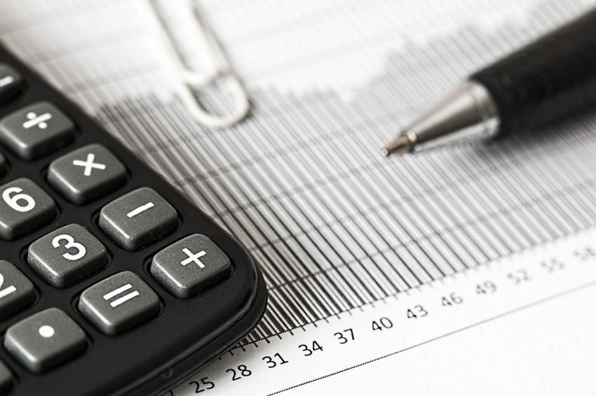 Παρατείνεται ο μειωμένος ΦΠΑ σε αγαθά και υπηρεσίες